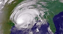 Sattellittbilde av orkanen idet den kom i land. (Foto: NOAA, AP)