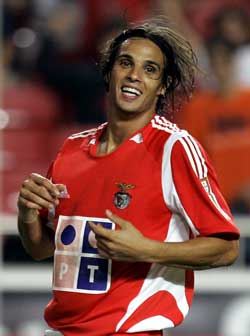 Nuno Gomes vet hvor målet står (AP Photo/ SCANPIX)