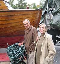 Jan Thowswn og Signe Mo synes det er trist at båtsesongen er over. Foto: Eirik Flugstad, NRK.