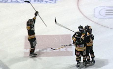 Stavanger Oilers jublet, da seieren over Stjernen var et faktum. Foto: NRK