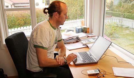 NTNU-forsker Hendrik Storstein Spilker mener plateindustrien blåser opp tallene som viser størrelsen på ulovlig nedlasting av musikk. Foto: Arne Kristian Gansmo, NRK.