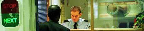 Mange oppsøker passkontoret. Foto: Bård Gudim, Scanpix.