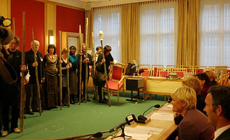 Staurbæring kan bli aktuelt for en koalisjonsregjering. P1-regjeringa ga gode råd. (Foto: (Henrik Juel Teige)