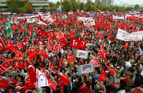 Tyrkiske nasjonalister demonstrerte i Ankara i dag. (Foto: Reuters/Umit Bektas