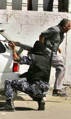 Uroa i Gaza by i går var den mest alvorlege sidan Israel trekte seg ut av Gazastripa. (Foto: Reuters/Scanpix)