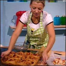 Du må ikke ha med brødskive med gulost på tur i høstferien! Kokke-Lise foreslår sitt pizza-brød.