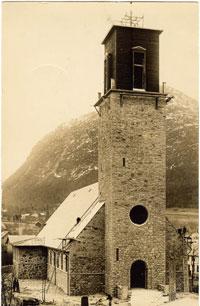 Volda kyrkje blir bygd, 1930. Foto: Kornberg