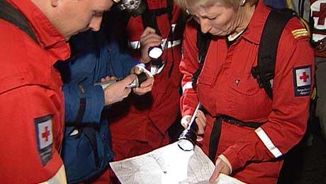 Hjelpemannskap frå Røde Kors. Foto: Cosmin Cosma, NRK