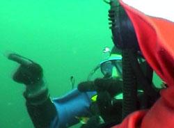 Torgrim har oppdaga KNM Torp på botnen. Foto: NRK