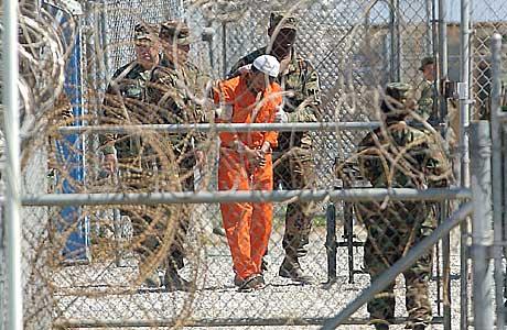 En advokat hevder at sultestreiken i Guantanamo-leiren til nå har vart i 56 dager. (Foto: AP/Scanpix)