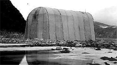 Walter Wellman og folkene hans måtte bygge hangar til luftskipet America