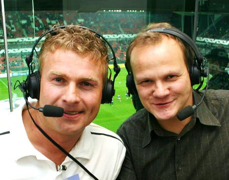 Jostein Flo t v og Øystein Ingdahl kommenterer Mesterligakampen for Radiosporten på NRK P1. (Foto: Jon-Annar Fordal)