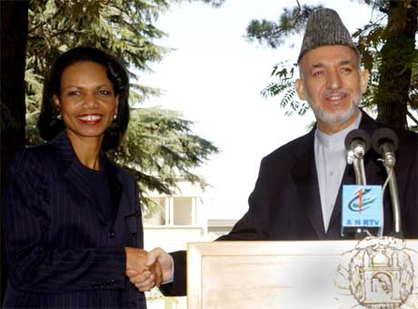 USA utanriksminister Condoleezza Rice møtte president Hamid Karzai i Kabul i dag. (Foto: AP/Scanpix)