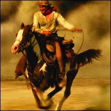 Viggo er tar seg lekkert ut til hest og er en suveren rytter. Her i filmen Hildago. (Foto: Filmweb)