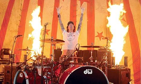 Tommy Lee er kjent for sine spektakulære trommestunts. Foto: Promo.