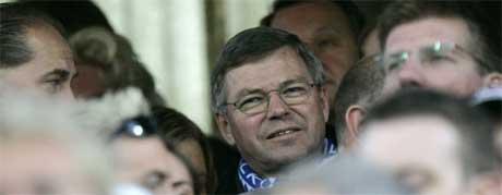 Avtroppende statsminister Kjell Magne Bondevik brukte sin siste dag som statsminister til å se FFK-Molde. Foto: Cornelius Poppe / SCANPIX