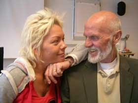 Sven O. med kona Renate Barsgård. Foto: NRK/Gyrid Listuen.