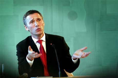 Jens Stoltenberg er stolt av den nye regjeringa han har sett saman. (Foto: Jon Eeg/Scanpix)