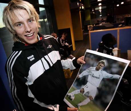 Onsdag venter et utfordrende møte med barndomshelten David Beckham for RBK-yndlingen Per Ciljan Skjelbred. Bildet på gutterommet er ikke lenger noen drøm, nå er 18-åringen blant de store gutta. (Foto: Gorm Kallestad / SCANPIX)