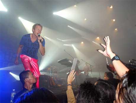 Danskene i sving under konserten. (Foto: Scanpix / Reuters)