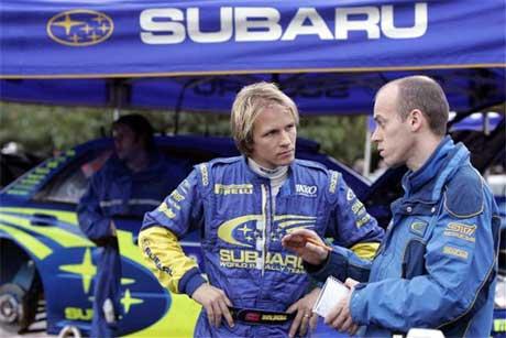 Petter Solberg snakker med team-ingeniør Pierre Genon