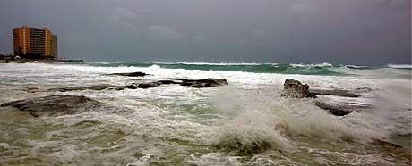 Slik så det ut langs stranden ved turistbyen Cancun i Mexico i dag. (Foto: Reuters/Scanpix)