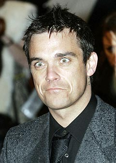 Robbie Williams påstår han kan mer enn å synge, og at han har evner utover det vanlige. Foto: Adam Butler, AP Photo / Scanpix.