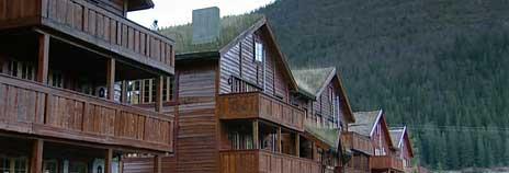 I dag eier og disponerer 945 000 nordmenn en hytte eller fritidshus i Norge. Stadig flere ønsker å ta del i hyttedrømmen. Foto: NRK