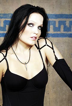Tarja Turunen fikk sparken fra Nightwish og rømte til Argentina med ektemannen sin. Foto: Promo.