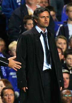 Chelsea-manager Jose Mourinho vil se tre nye i stallen. (Foto: Reuters/Scanpix)
