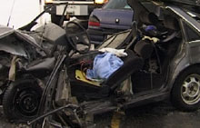 Den skadde satt fastklemt i bilen.