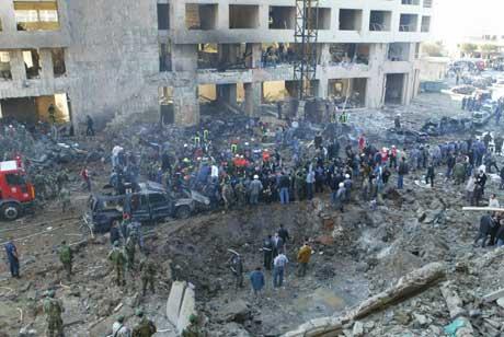 Rafik Hariri ble drept sammen med 22 andre i en voldsom eksplosjon i Beirut i februar i fjor. (Scanpix-AFP-foto)