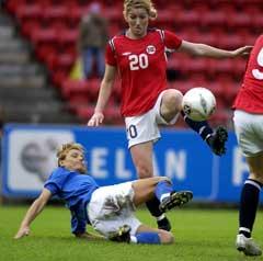 Lise Klaveness scoret for Norge. (Foto: Chris Kyllingmark / SCANPIX)