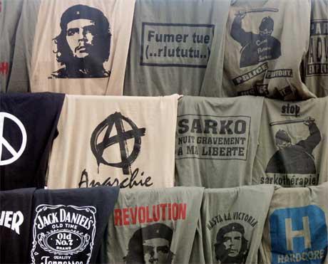 T-skjorter med Che Guevara er å få kjøpt overalt på Cuba. (Foto: Scanpix/AFP PHOTO JOEL SAGET)