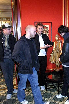 Coldplay presenterte et nytt bandmedlem under pressekonferansen. Foto: Jørn Gjersøe, nrk.no/musikk.