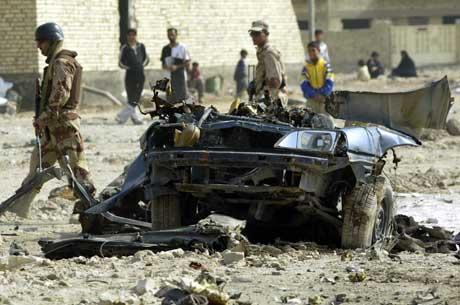 Irakisk politi i Yusufiya, der fire amerikanske soldater ble drept i dag (Scanpix/Reuters)