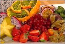 Pynt gjerne med delikat, fargerik frukt!