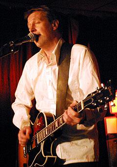 Lars Lillo-Stenberg under deLillos'85 sin konsert i oslo i november i fjor. Foto: Jørn Gjersøe, nrk.no/musikk.
