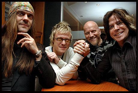 I fjor fikk TNT ny bassist. Inntill nå har bandet vært slik: (f.v) Gitarist Ronni Le Tekrø, Victor Borge - bassisten som akkurat er kommet med, trommis Diesel Dahl og frontmann Tony Harnell. Men nå har Harnell også sluttet. Foto: Gitte Johannessen, NTB.