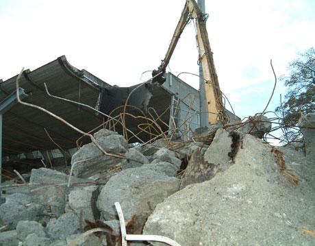 Mange minner går i grus på gamle Stavanger stadion. Foto: Per Øystein Kvindesland.