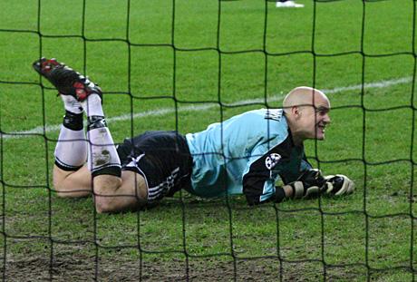 Klarer Espen Johnsen å komme tilbake som Rosenborgs førstekeeper og klarer Rosenborg å kjempe helt i toppen igjen? Spenningsmomentene er mange i Tippeligaen 2006. (Foto: Jon-Annar Fordal)