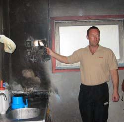 Det var full fyr i veggplatene då Bård Aske oppdaga brannen. Foto: Petter Roset, Gjensidige.