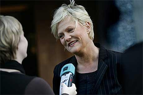 Finansminister Kristin Halvorsen intervjues av NRKs Sigrid Sollund. (Foto:Scanpix)