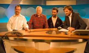 Fra venstre: Kees Eekeli, veterinær Per Arne Ludvigsen, Joachim Ekeli og Halvør Folgerø. Foto: Ola Chr. Bårdsen/NRK