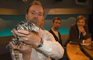 Akvariet-direktør Kees Ekeli viser hvor modig han er. Foto: Ola Chr. Bårdsen/NRK