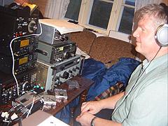 DX-erne scanner både lang-, mellom- og kortbølgebåndene etter signaler. Foto: Line Gevelt Andersen, NRK