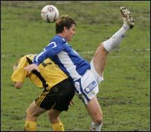 Rob Friend (blå trøye) er tidligere mossespiller. Han vant nylig cupfinalen med Molde. Snart møter han gamle lagkamerater igjen i kampen om en plass i Tippeligaen. Foto: Scanpix