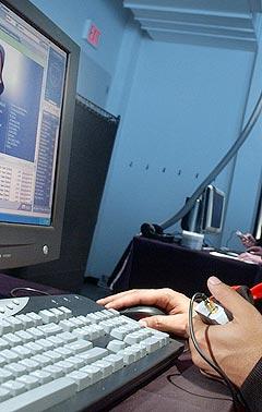 Nedlasting av betalt musikk er med på å gi online handel et kraftig dytt framover. Illustrasjonsfoto: Richard Drew, AP Photo / Scanpix.