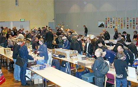 Stor aktivitet under Oslo Platemesse på Folkets Hus. Foto: Jon Sandem.