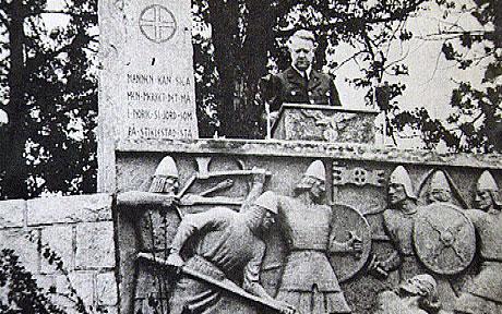 Quisling ved nazibauta på Stiklestad i 1944. (Arkivfoto: SNK)